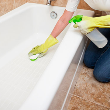 The Right Way to Clean and Scrub Your Bathtub